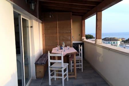 Flat with large attic and amazing solarium! - Santa Marinella - 公寓