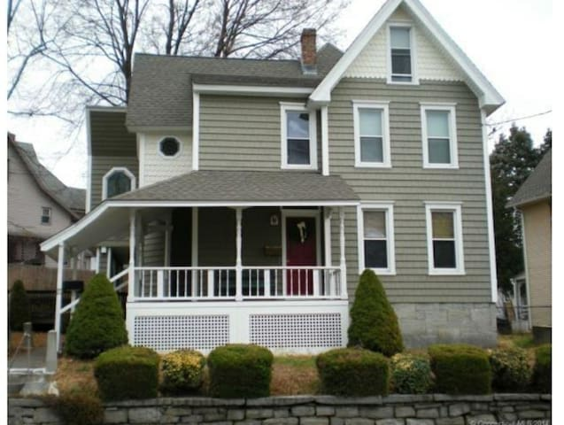 Pv rm (Ansonia)- Near Griffin Hosp/ Mins. to Yale