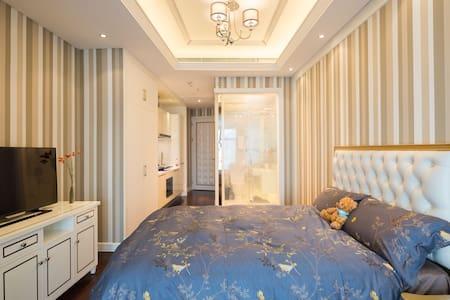 厦门大学 入住即送葡萄酒+牛排+阿根廷大红虾厦门世茂双子塔公寓 - Xiamen - Apartment
