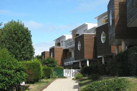 Bel appartement très reposant  à 100M de la mer