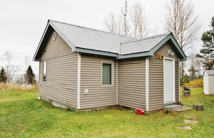 Opels Hillside is a bright and cheerful Lake Superior view cabin