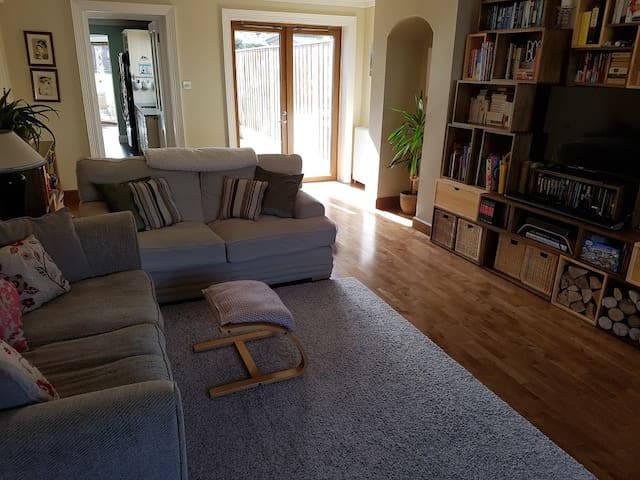House with large garden Dublin, sleeps 7 - Churchtown - Rumah