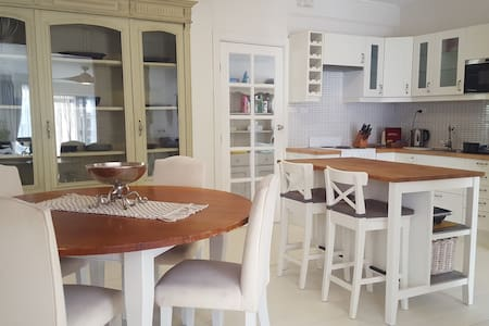 Directly Opposite Beach -Private Cottage