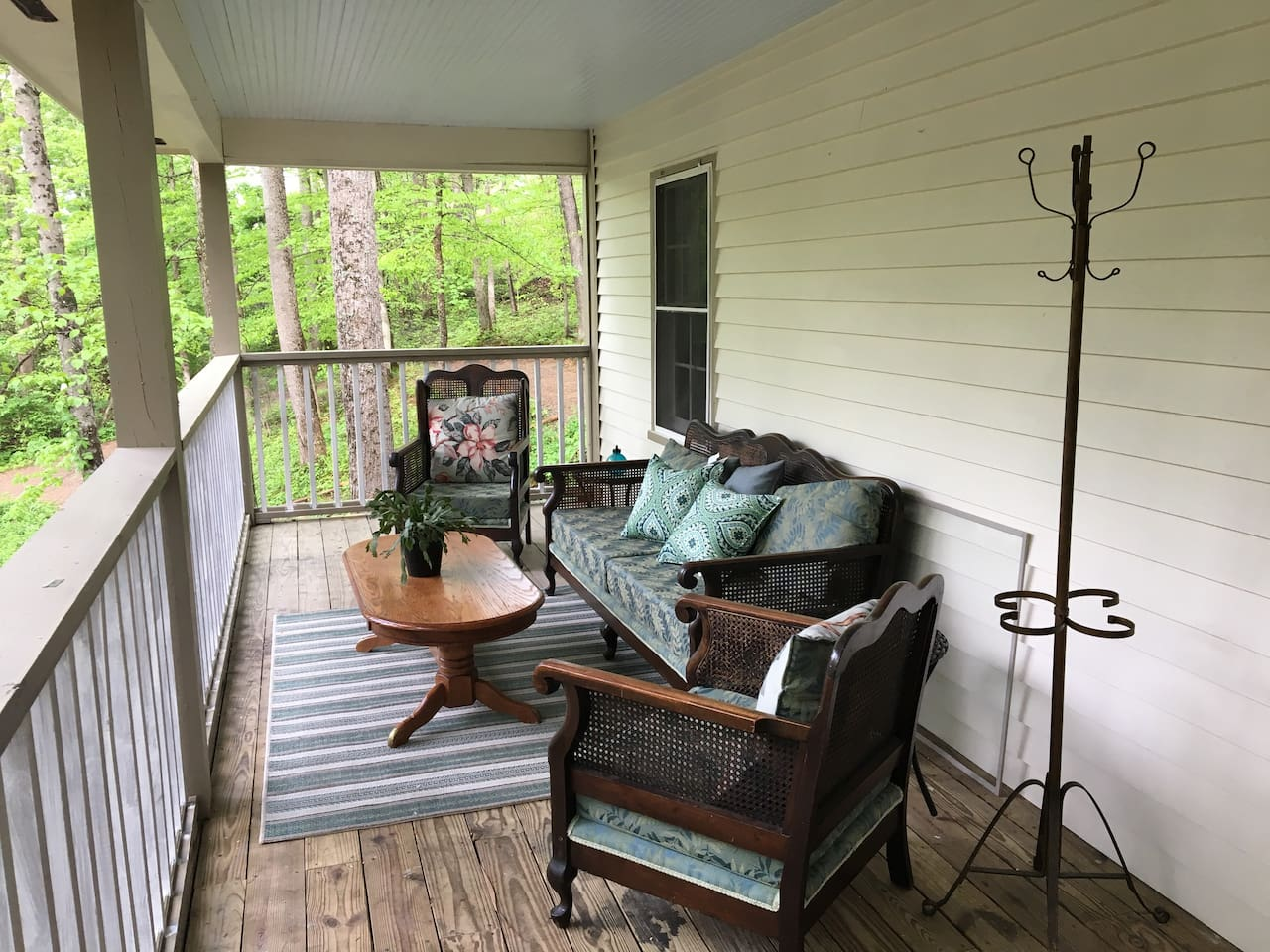 Enjoy the outside living room at the Villa at Yellow Sulphur Springs