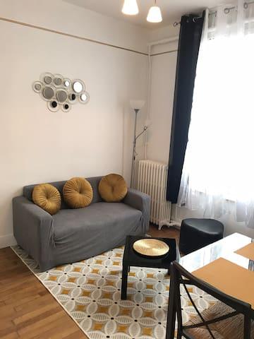 Bel appartement de style ancien et sa terrasse