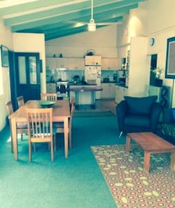 Big, comfy and central in Alice Springs. - East Side - Hus
