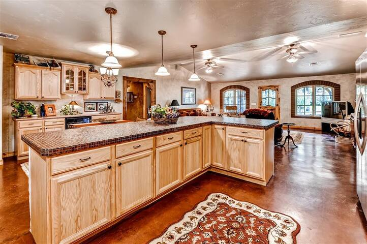 Quiet & Relaxing 4BR Kingston House - Kingston - House