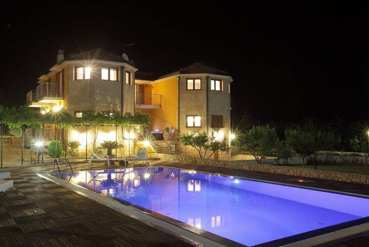 Delightful VILLA MARIA - with a lot of privacy