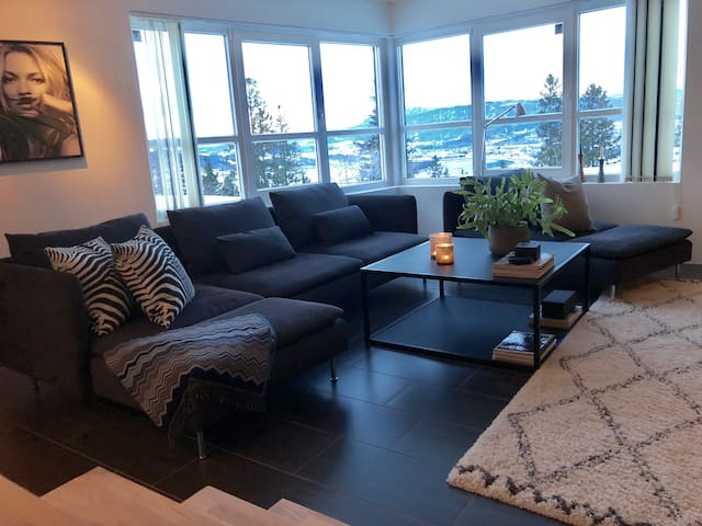 Cozy Apartment w/Impressive View & New Interior!
