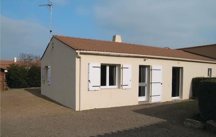 Semi-Detached with 2 bedrooms on 85 m² in Saint Vincent sur Jard