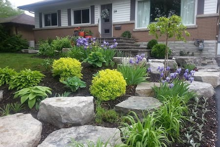 Quiet older home, great walking neighbourhood - Barrie