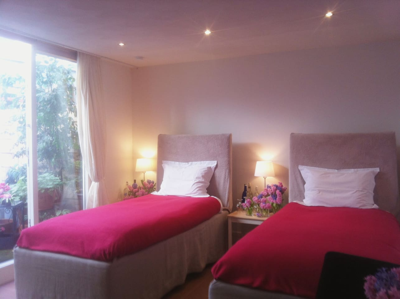 © * Luxury 5 star Hotel Beds! Top Notch! * Soft duvets & crispy pillow sheets. * Huge European Bedsize: * KING BED: 200/ 210   * Two TWIN Beds: 100/ 210 * Silent, clean, cosy room! *Private bathroom,toilet,toiletries  *Floor heated *Best sleep ever!