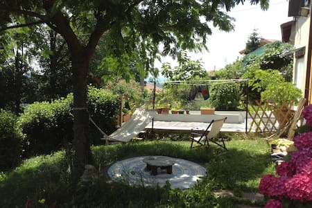 Holliday House Immersed in Nature - Castello della Moretta - Şehir evi