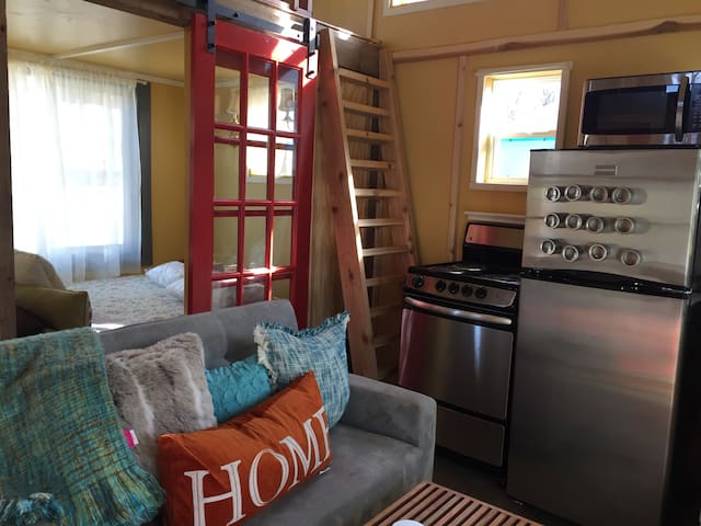BEST LOCATION!TRY OUT A TINY HOUSE! - Bentonville - Casa