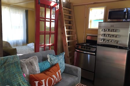 BEST LOCATION!TRY OUT A TINY HOUSE! - Bentonville - Huis