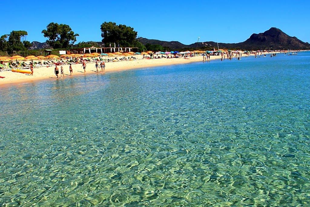 La spiaggia antistante la villa