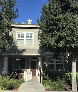 Private bedroom and bathroom in Livermore. - Livermore