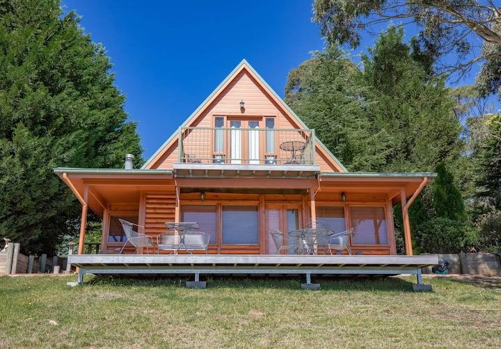 Waratah Cabin - Romantic & Spacious Loft