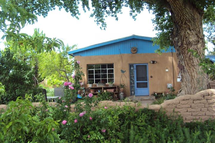 Jardin de la Paz (Garden of Peace) - Corrales - Casa