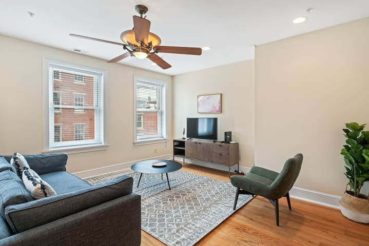 2BR in Old City, 8min Walk to Liberty Bell