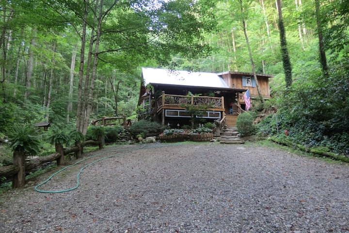 Great Smoky Mountains Cabin by the Creek