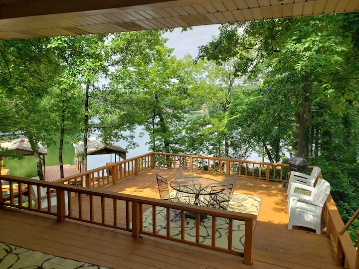 # 6107 The Executive Lakefront Home