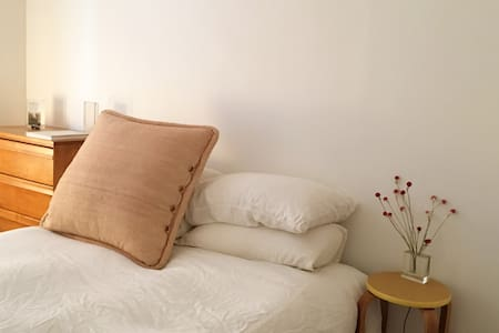 Cute + Cozy Pied-a-Terre with Private Patio - Brooklyn - Apartment