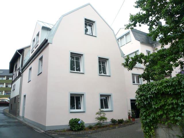 Neuwied neue Ferienwohnung am Rhein, ruhig Wifi, - Neuwied - Apartament