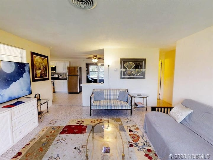 Private Room #1 in Beautiful House close to Beach
