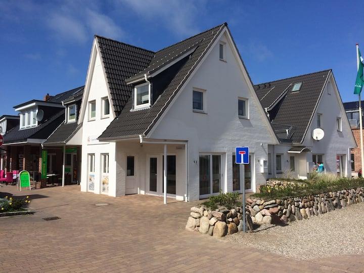 Gemütliche moderne Wohnung nahe am Meer (100 m )