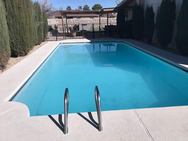 Memorable El Paso Getaway- 4 Bedroom Pool