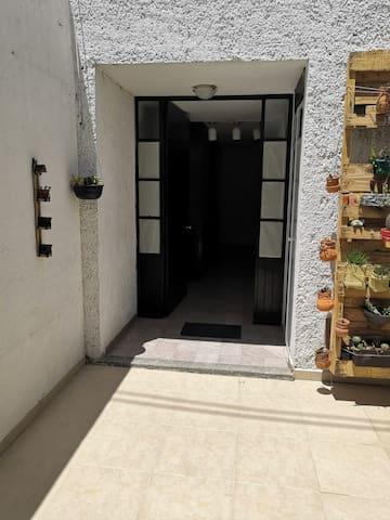 Habitación  privada en linda casa en campestre
