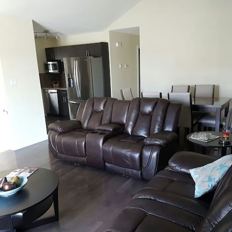 New Home Near Airport - Winnipeg - Rumah