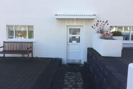 Cozy apartment at great location - Akureyri - Wohnung