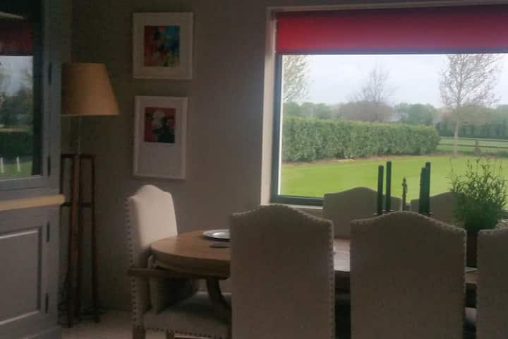 double bedroom en suite. tea/coffee facilities.