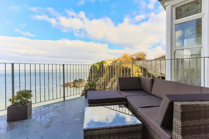 CHEYNE BEACH VILLA | 2 Bedrooms | Unrivalled Sea Views.
