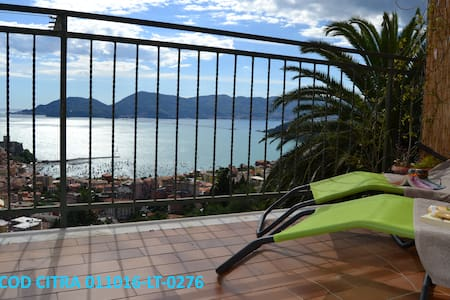 5 Lands 25 km,view on Lerici,4 guest, holiday/work