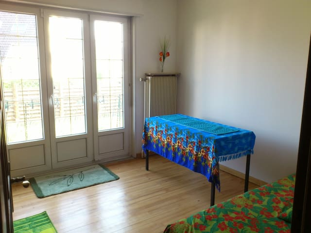 1 Room in big house up to 7guests -Basel World/Art - Saint-Louis - House