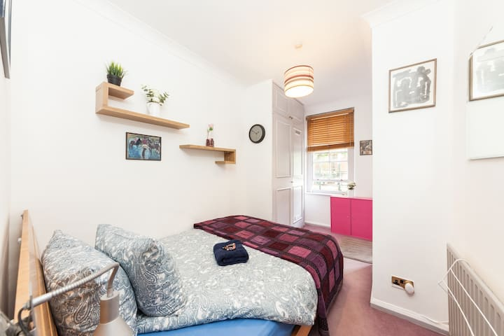 GLAMOROUS APARTMENT IN CENTRAL LONDON!