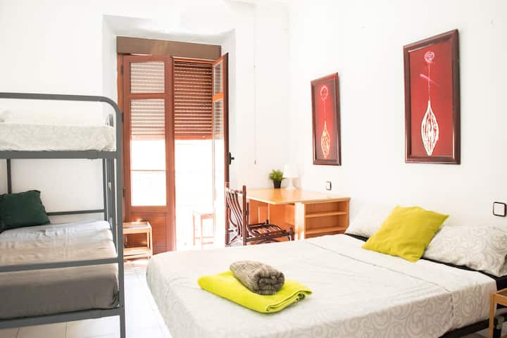 BEST LOCATION in CENTER Large Bedroom +900m BEACH