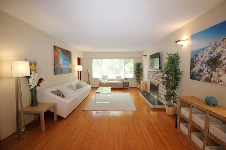 Clean, Quiet & Modern 2 minutes from Skytrain