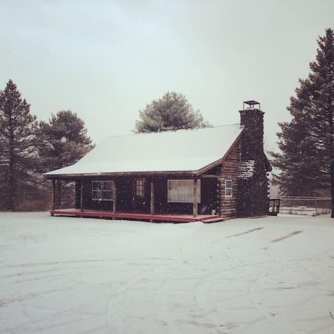 Beautiful Log Cabin on 20 Acres - Clarendon - Dům