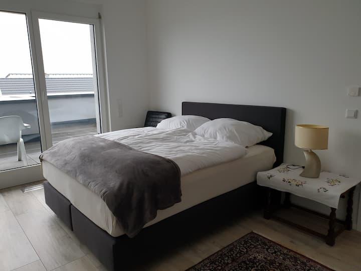 Top Zimmer mit Bad und Terrasse Nähe Frankfurt