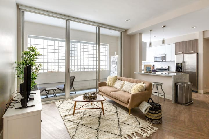 1BR Apartment in Beverly Hills