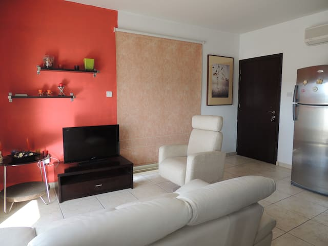 Stylish, luxury one bedroom Apartment - Latsia - Flat