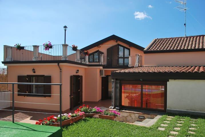 """Casa vacanze """"I colori dell'Etna"""""""