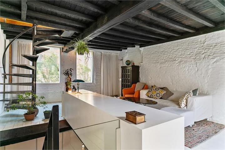 Quirky home+terrace in the heart of medieval Ghent