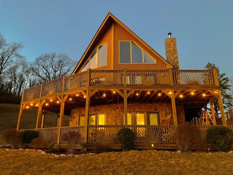 NEW! Epic Mountain Views @ Harvest Moon Lodge!