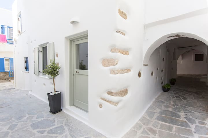 Aegean White Home