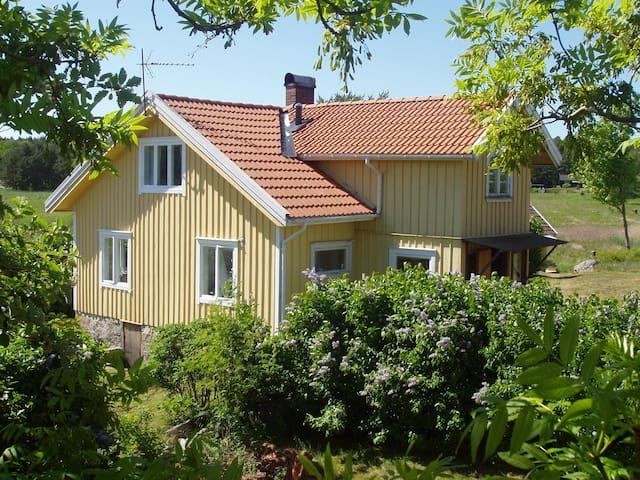 Rossö Västkustidyll nära havet - Rossöhamn - บ้าน